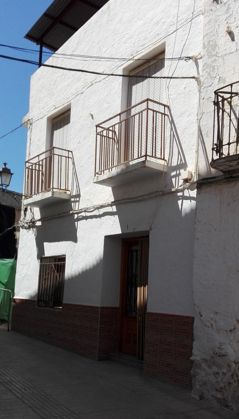 Se Vende Casa de Pueblo en Calle Virgen de la Cabeza en Zújar